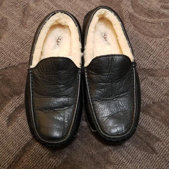 228bf033eb1 UGG Ascot leather slipper Mens 9 will fit women. M 5bb55e90619745ce4f01fc0f